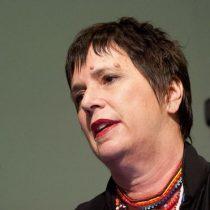 """""""Una noche fingí que estaba muerta y ahí acabó el abuso sexual"""": Eve Ensler, autora de """"Los monólogos de la vagina"""", revela el acoso de su padre cuando era niña"""