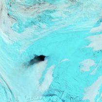 Resuelven el enigma de los enormes agujeros negros en el hielo de la Antártica