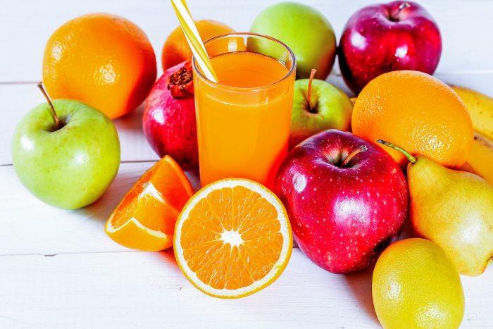 Bebidas azucaradas y jugos de fruta aumentarían el riesgo de mortalidad en adultos mayores