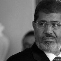 Expresidente egipcio Mohamed Mursi muere en pleno tribunal tras desvanecerse en su juicio