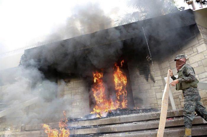 Incendio en la embajada de Estados Unidos y saqueos marcan protestas en Honduras