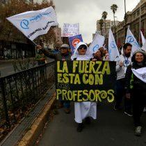Se inicia marcha nacional de profesores convocada en el centro de Santiago
