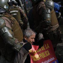 Registro capta el momento preciso en que es detenido el presidente del Colegio de Profesores, Mario Aguilar