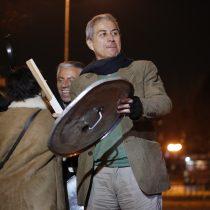 El tambor mayor: Mario Aguilar lidera masiva jornada de cacerolazos a favor del paro docente