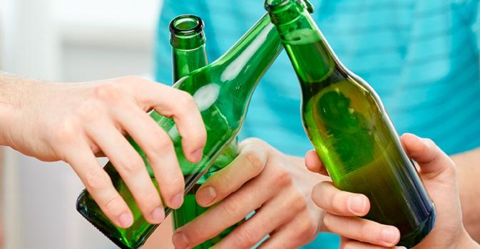 El modelo islandés que busca combatir el consumo de alcohol en menores
