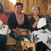 "Documental ""Bordadoras del Baker"": un viaje al universo femenino de la Patagonia"