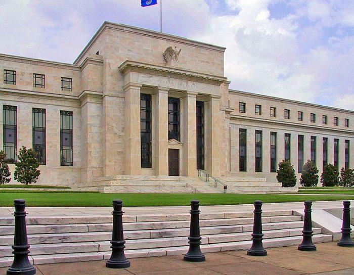 Powell promete la ayuda de la Fed contra la crisis sanitaria y admite mejora continua de la economía en EE.UU.