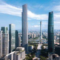 Chilenos residentes en China inician campaña para costear gastos médicos de compatriota que se encuentra grave tras caer desde noveno piso