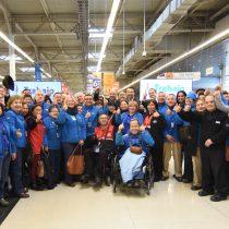 El novedoso programa laboral para adultos mayores de Walmart Chile