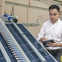 Robot chileno que limpia paneles solares fue seleccionado por universidad de la NASA para llegar a Silicon Valley