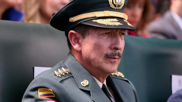 Jefe de Ejército colombiano dirigió una brigada acusada de matar civiles haciéndolos pasar como guerrilleros de las FARC