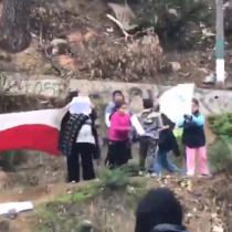 Niños reciben como verdaderos héroes a los profesores que marchaban en la entrada de Valparaíso
