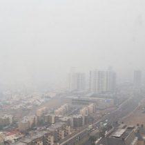 Incendio en acopio de azufre en Alto Hospicio deja al menos 53 afectados y una densa nube de humo