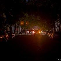 Falla masiva en el sistema eléctrico deja a Argentina y Uruguay a oscuras