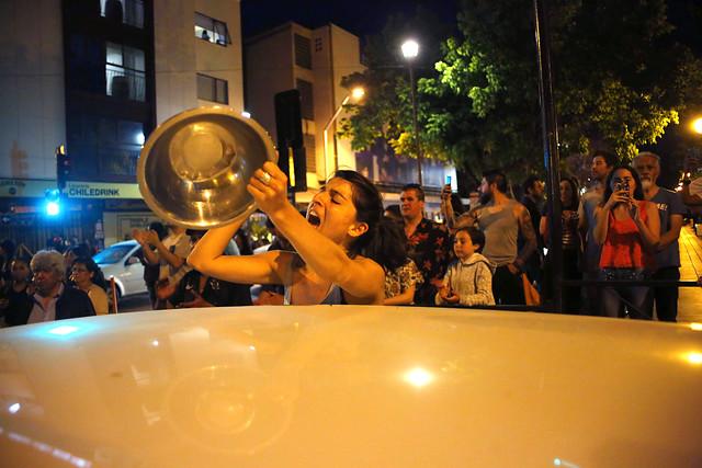 """""""Que las cacerolas suenen más fuerte que los nefastos anuncios del Gobierno"""": el llamado a protestar durante la Cuenta Pública de Piñera"""