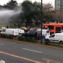 Estudiantes secundarios cortaron calle en el sector Plaza Baquedano en contra de Aula Segura