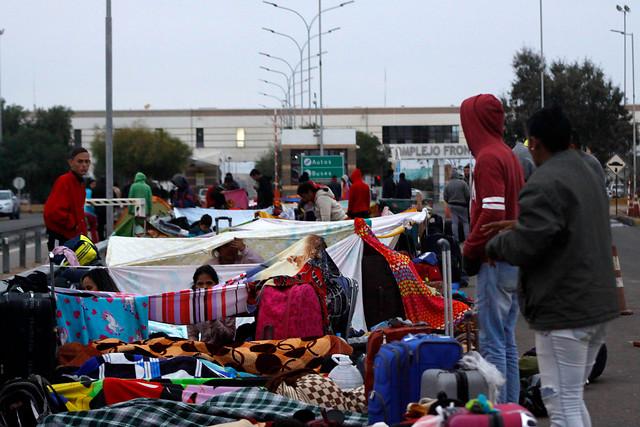 Escala tensión por Chacalluta: Gobierno se enfrenta a organismos humanitarios por situación de migrantes