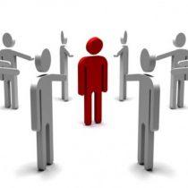 Cargo dentro de la organización y situación socioeconómica son principales motivos de discriminación en empresas