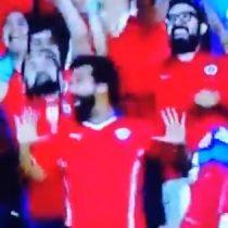 Todo fue celebración: hincha chileno se hace viral por sus bailes en el partido contra Japón