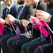 """Hombres Tejedores: el retrato de la """"nueva masculinidad"""" que rompe con los estereotipos de género"""
