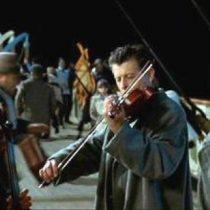 Solo faltó DiCaprio y Kate Winslet: músicos tocaron la canción de Titanic mientrasun mall se inundaba en México