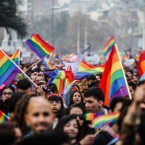 Santiago y regiones se tiñen de arcoíris en marcha por el Orgullo