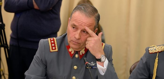 Ex jefe del Ejército Humberto Oviedo es procesado por malversación de caudales públicos por más de $4.500 millones y se queda con Fuente-Alba en prisión preventiva