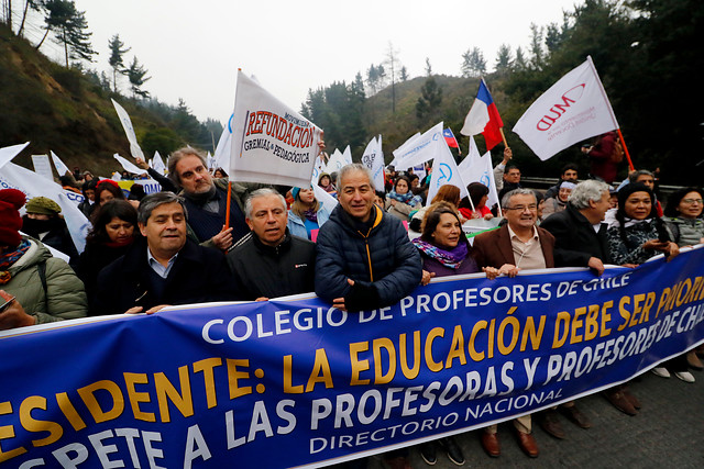 """""""Día D"""" para el Mineduc: profesores deciden este lunes continuidad del paro docente por tercera semana"""