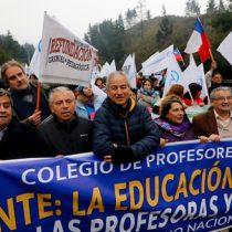 """Colegio de Profesores convoca para las 20 horas el """"Cacerolazo de los patipelaos"""""""