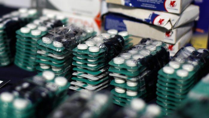 Más de 100 chilenos mueren al año por mal uso de medicamentos