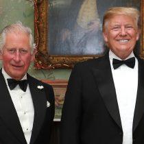 Trump afirma que escuchó atentamente al príncipe Carlos sobre