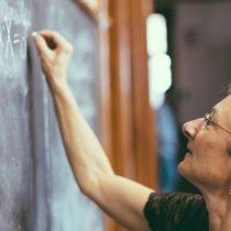 La universidad destacada en ingeniería que solo contratará a mujeres