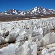 Los penitentes: las enigmáticas dagas de hielo que crecen en el desierto chileno