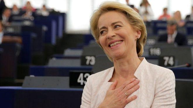 Quién es Ursula von der Leyen, la primera mujer elegida para presidir la Comisión Europea