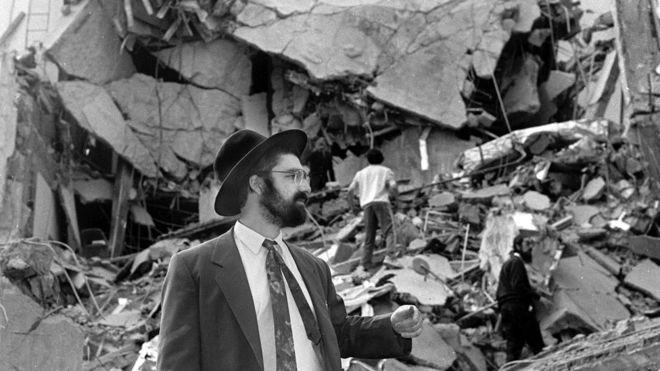 25 años del caso AMIA: por qué ni un solo sospechoso ha sido arrestado o juzgado por el peor atentado en la historia de Argentina (y por qué dos presidentes han sido acusados de encubrirlo)