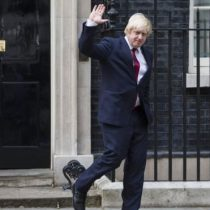 Boris Johnson anuncia un desconfinamiento progresivo a partir de junio