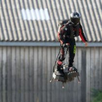 "Por qué falló el intento del ""hombre volador"" de cruzar el Canal de la Mancha"
