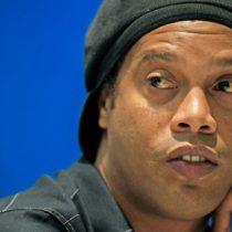 Embargan 57 propiedades y le retienen los pasaportes a Ronaldinho por impago de multas millonarias