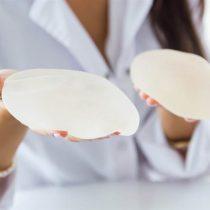 Qué es la enfermedad por implantes mamarios que no tiene base científica pero que sufren miles de mujeres