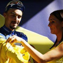 """Feministas denuncian """"tradición sexista"""" en el Tour de Francia"""