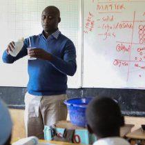Peter Tabichi, franciscano, científico y el mejor maestro del mundo que busca hacer de sus alumnos ciudadanos globales