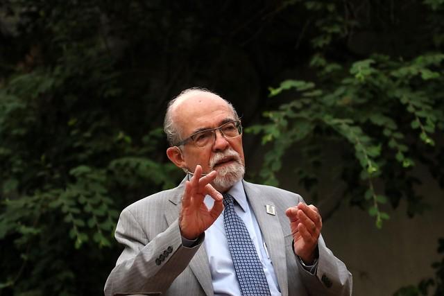 """Profesor José Maza: """"La educación de las niñas me duele mucho porque los padres tienen muy pocas expectativas"""""""