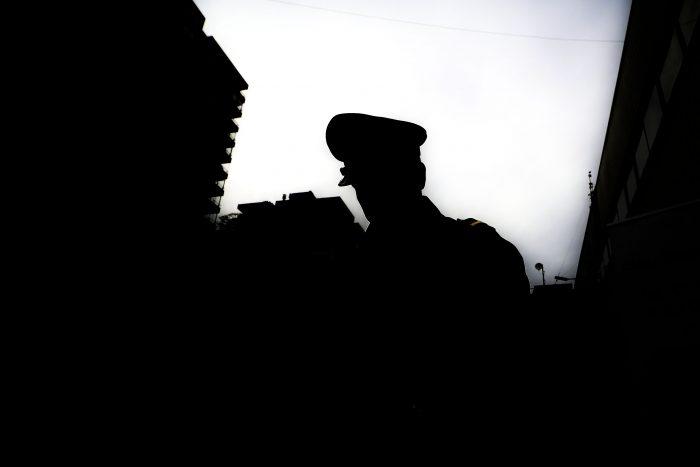 Cinco carabineros en prisión preventiva tras maratónica jornada de formalización por apremios ilegítimos en Estación Central