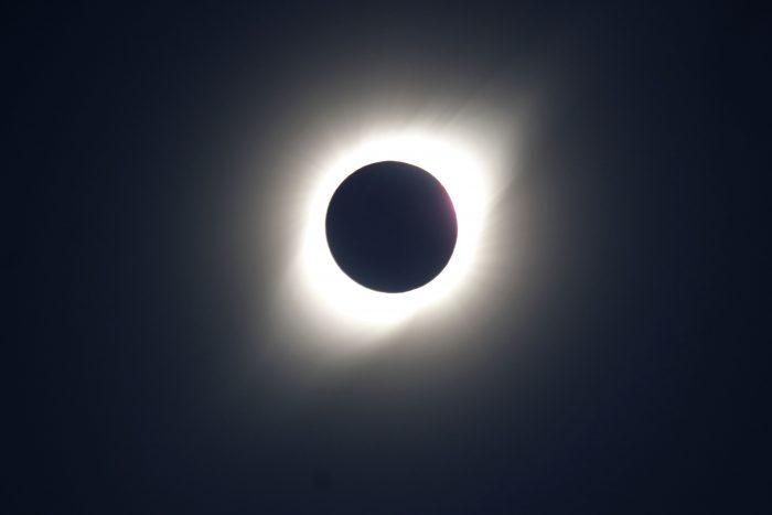 Eclipse arrasa con la mitad de la energía solar de Chile
