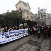 Regreso a clases del Instituto Nacional: Intendencia denuncia amenaza de muerte contra Alessandri del presidente del CAA