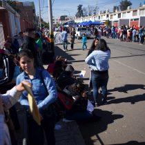 Llegan en bus a Santiago 140 venezolanos que estaban varados en la frontera con Perú