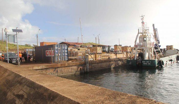 Baterías en desuso salen de Rapa Nui para ser recicladas
