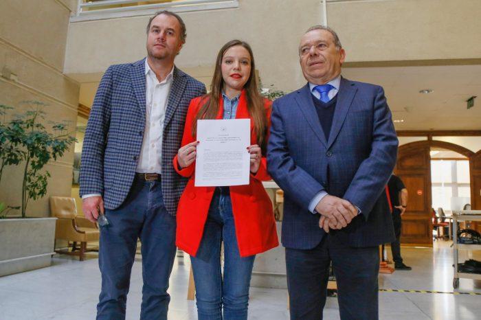 Diputada Camila Flores presenta proyecto para castigar la zoofilia con cárcel