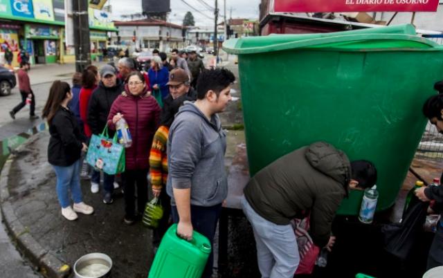 Gobierno llega tarde a la crisis sanitaria en Osorno con ultimátum a empresa dueña del agua: