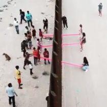 Profesor de arquitectura realiza intervención en medio del muro fronterizo de Estados Unidos y México que une a residentes de ambos países